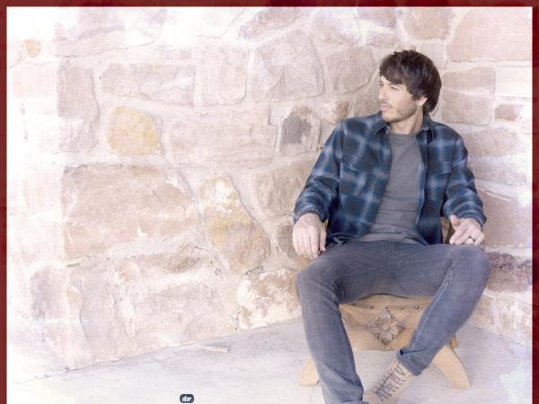 "MORGAN EVANS PUTS SIGNATURE SPIN ON COUNTRY-TINTED ""ALL I WANT FOR CHRISTMAS IS YOU"""